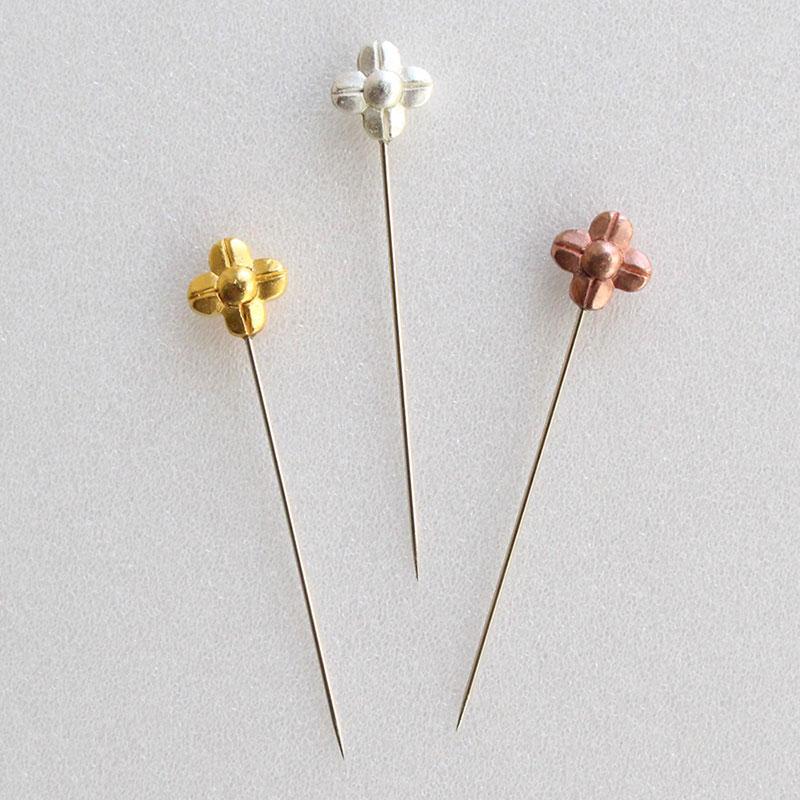 金銀銅色のお花の待針