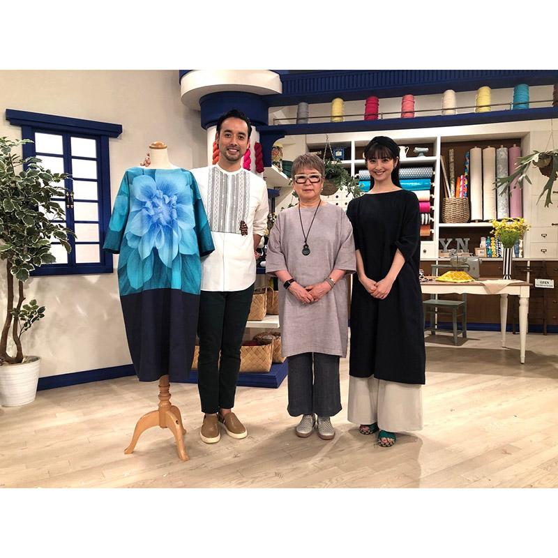 斉藤謠子着用 綿麻シャンブレー (グレー) のワンピース (作り方なし) すてきにハンドメイド2021年6月、8月号掲載