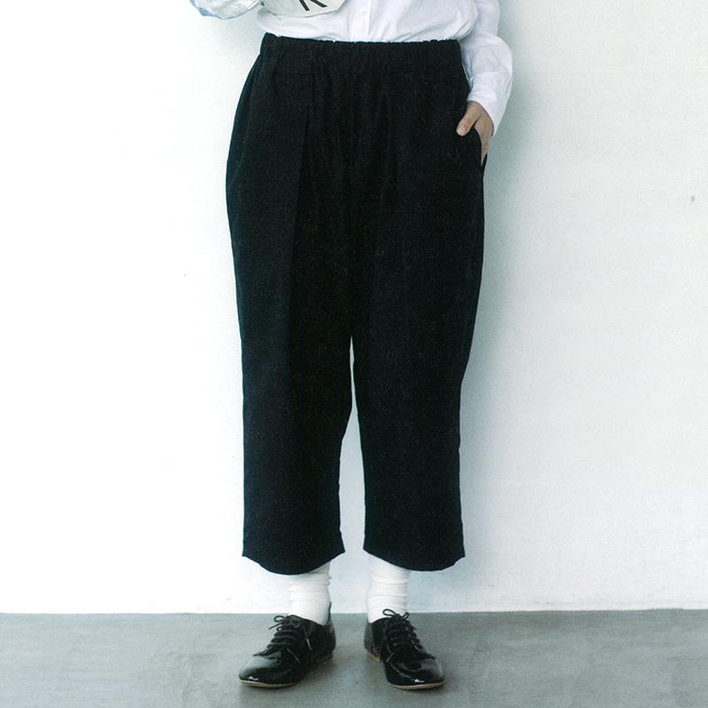 タックパンツ(作り方なし)斉藤謠子の いま作りたいシンプルな服とかわいい小物掲載