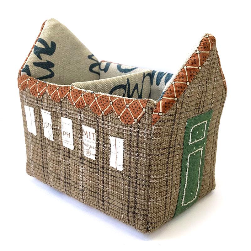 立体ハウスの小物入れ 2 *  れんがの暖炉のあるお家