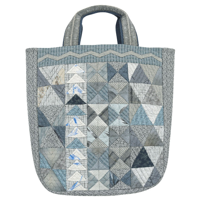 三角がいっぱいのマチつきバッグ