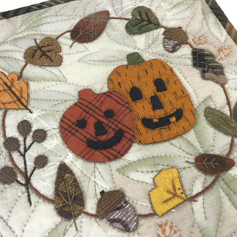 秋のミニタペストリー(作り方なし)すてきにハンドメイド2020年10月号掲載