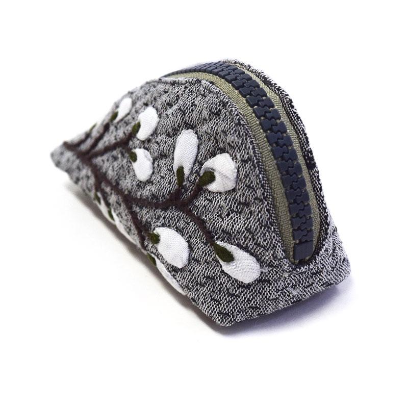白いお花のポーチ(作り方なし)斉藤謠子の手のひらのたからもの