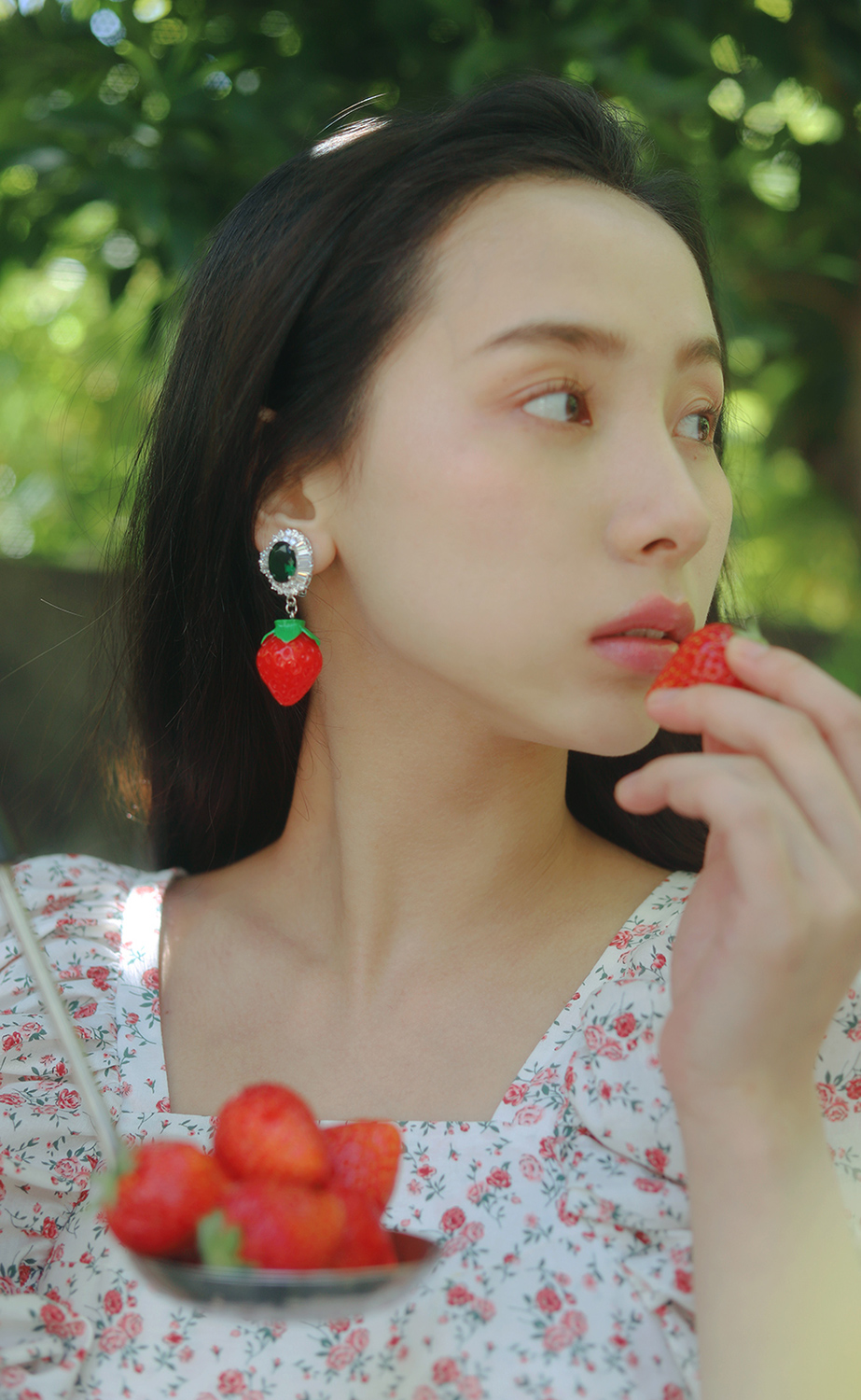 emerald strawberry earring & pierce