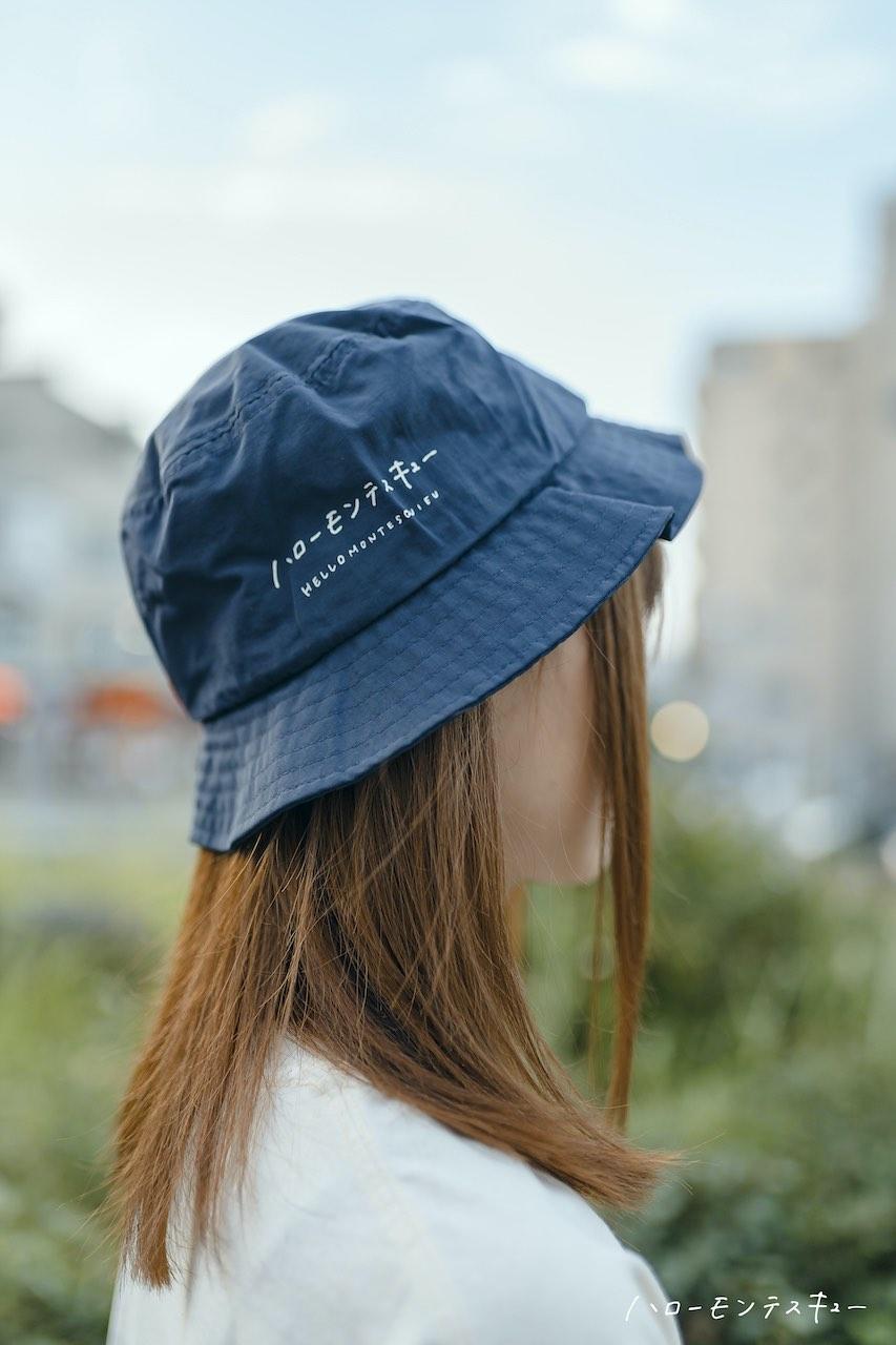 ハローモンテスキュー Logo Bucket Hat