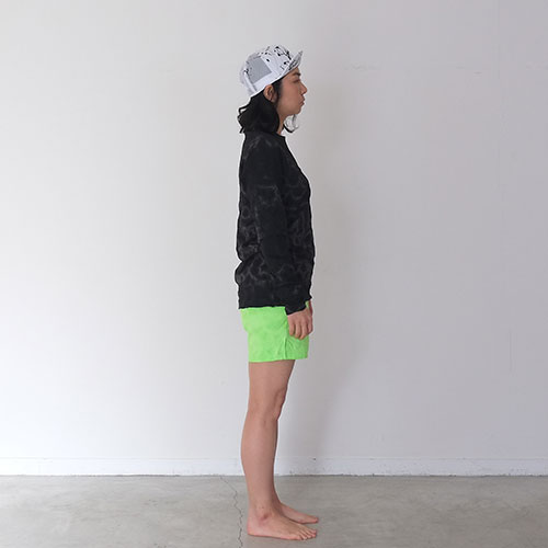 NEON TIE DYEING MIDDLE SHORTS