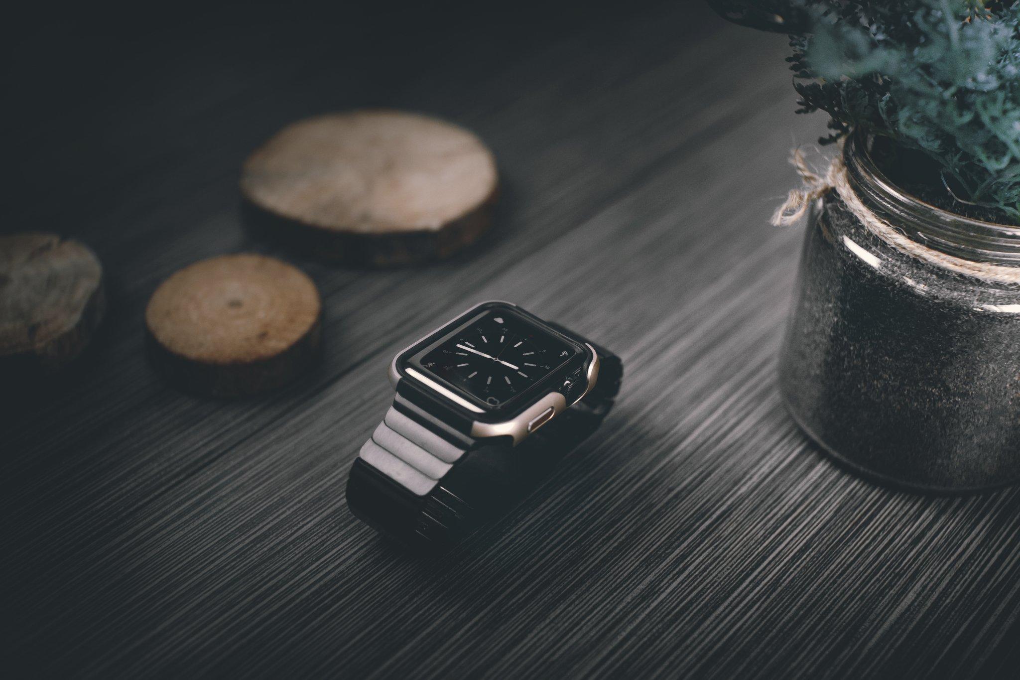 Apple Watch 3 / 2 / 1 ケース (38mm)  【 米国 Zizo 】 米軍MIL規格 810.1-G 耐衝撃 アルミニウム メタル バンパー x TPU ハイブリッド (2層構造)  スリム ケース   【 ゴールド / ブラック 】