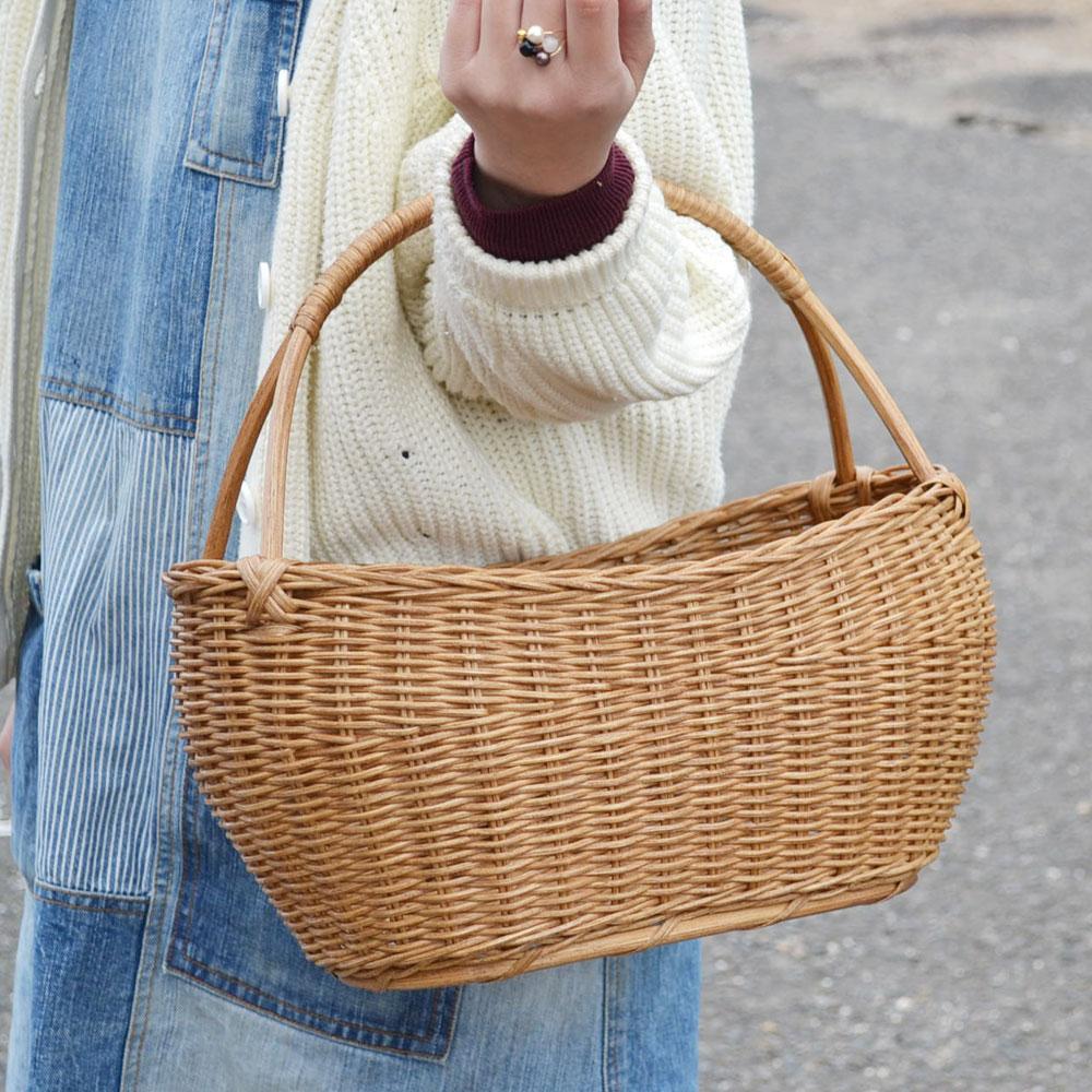 ラタンバスケット 楕円 1本手 ナチュラル シンプル かごバッグ 収納 インテリア 見せる収納 ディスプレイ 使い勝手のいい ワンハンドル インドネシア製 籐 おしゃれ 可愛い イベント 結婚式 高級 高級ラタン