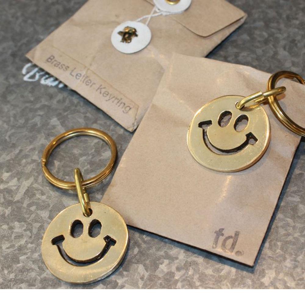 真鍮 スマイルキーリング ハンドメイド ブラス パッケージ チャーム アンティーク風 おしゃれ ギフト ニコちゃん キーホルダー 可愛い 流行り デザイン バッグのチャーム