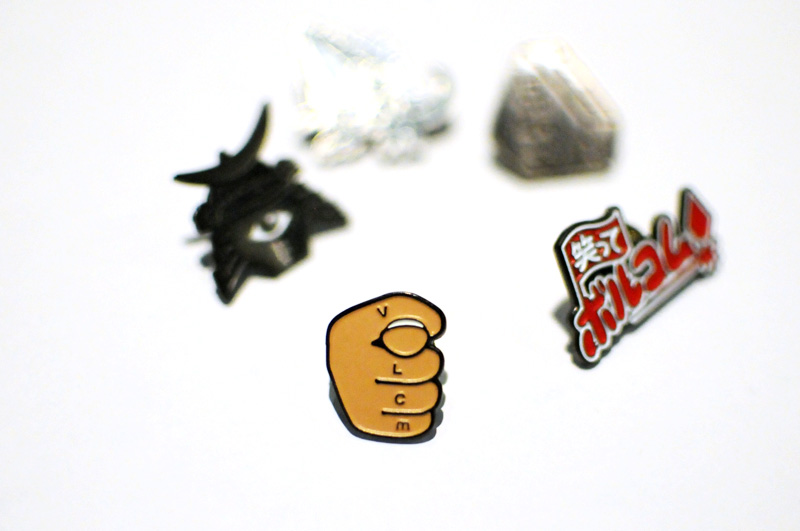 VOLCOM ボルコム ピンバッジ D67316JB ST LTD PINS Fist