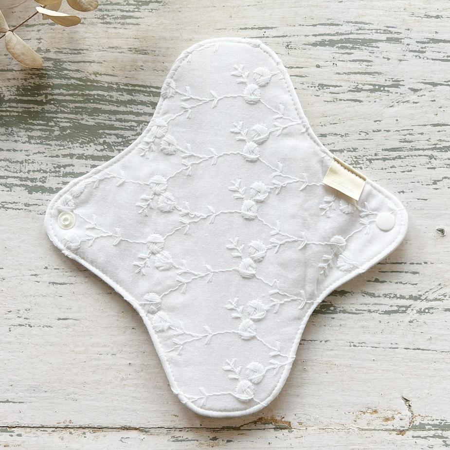 布ナプキン[おりもの・軽い日用] 一体型 防水あり La dentelle 【ネコポス可】(ホワイト)