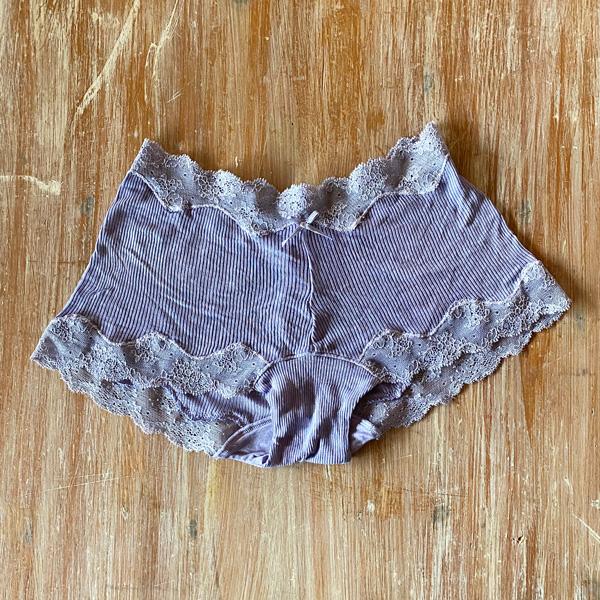 絹糸紡 シルク 1分丈ショーツ「テレコリブ×レース」 草木染め 29空色鼠(そらいろねず)【ネコポス可】