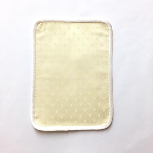 布ナプキン[おりもの・軽い日用]ハンカチSサイズ2つ折 シルク 薬効染め(カリヤス染:イエロー)【ネコポス可】