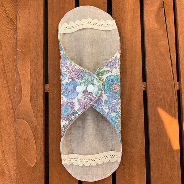 布ナプキン[普通の日・多い日用] 可愛い花柄ホルダーMサイズ 防水あり 肌面オーガニックリネン 美しい花々ブルーパープル【ネコポス可】