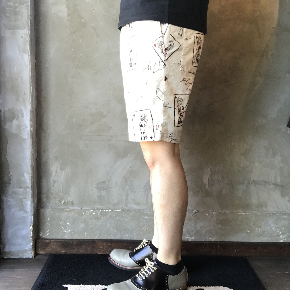 GANGSTERVILLE THUG QUEEN - SHORTS (IVORY)