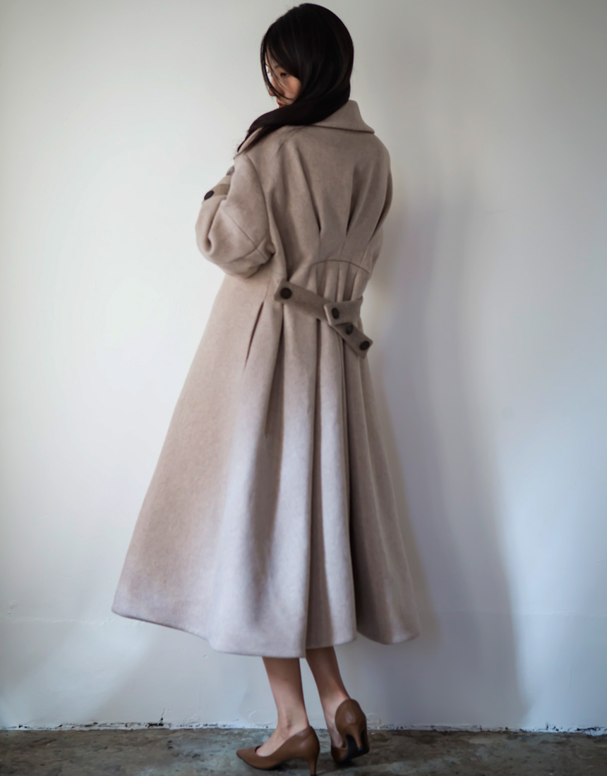 Back tack long coat