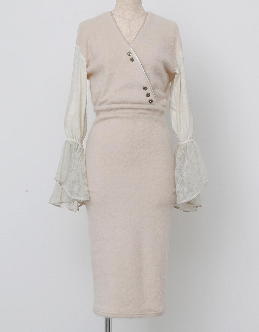 Back ribbon flocky dress