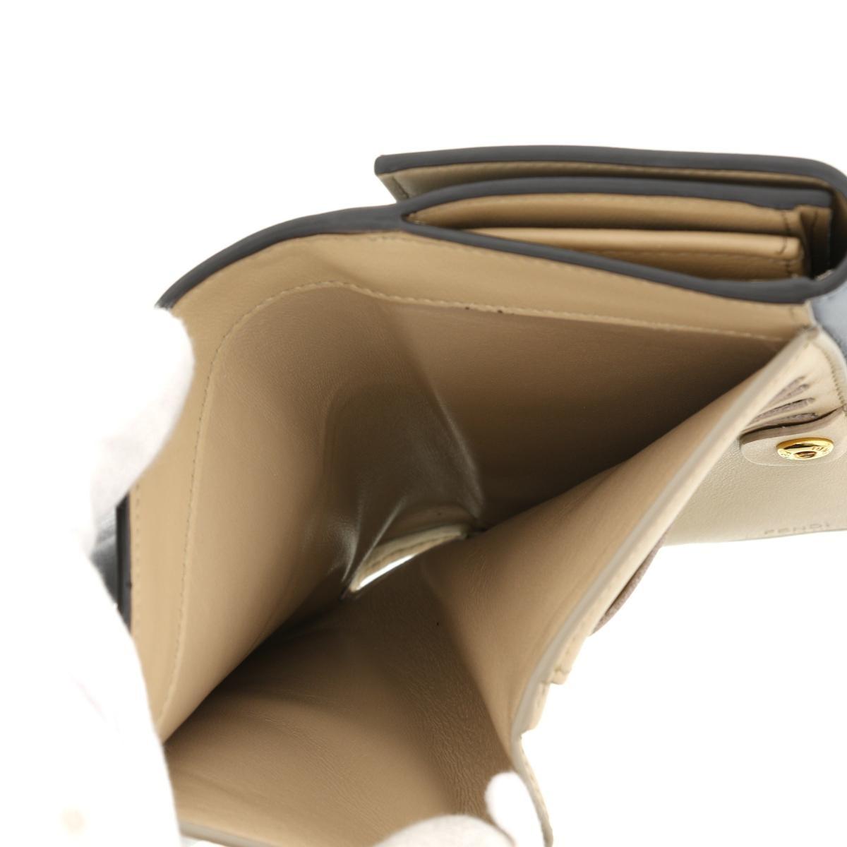 【最終値下げ品】【美品】FENDI フェンディ ピーカブー 二つ折り 財布 グレー 8M0419 [ROH]