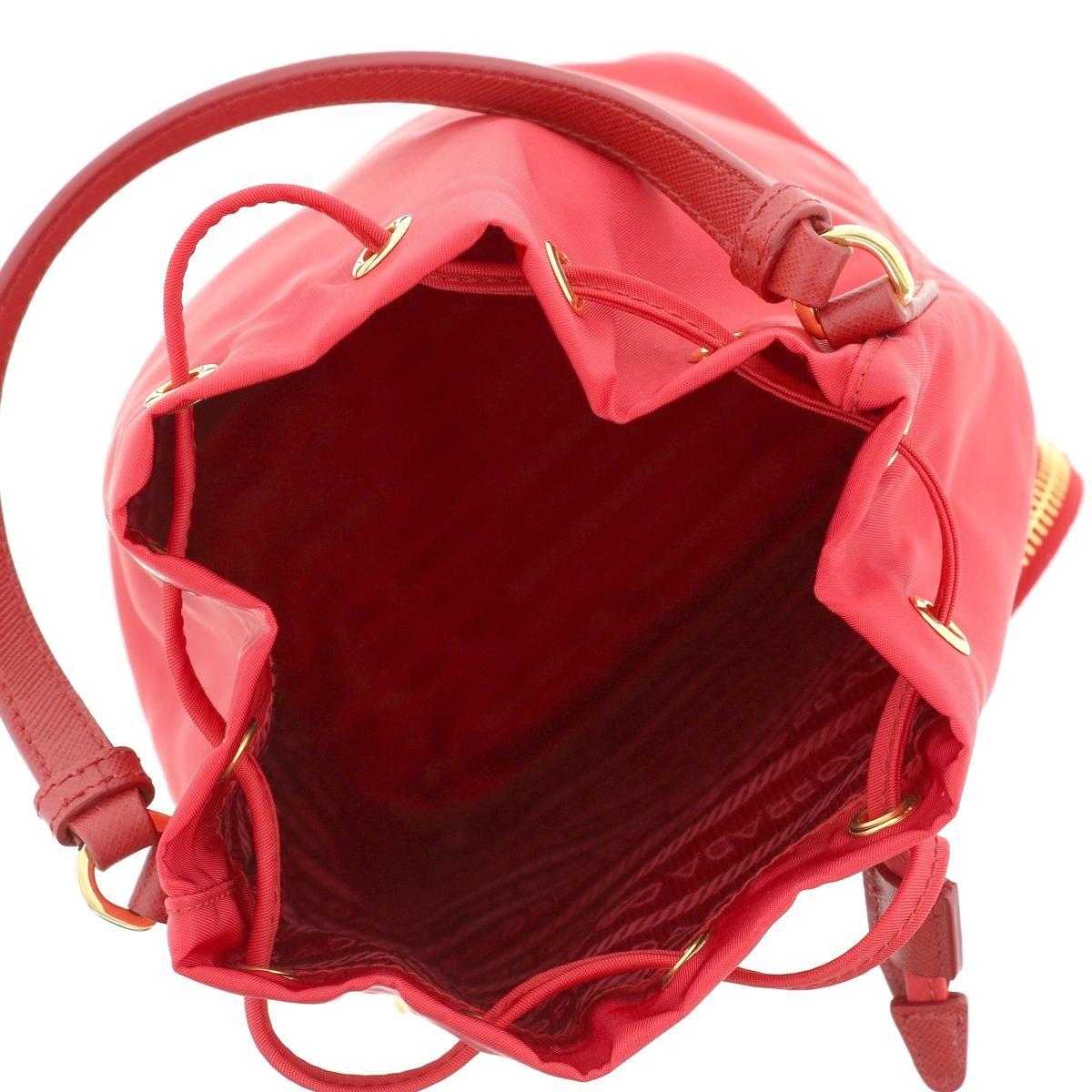 【中古】PRADA プラダ 巾着 ショルダーバッグ バッグ ショルダー/メッセンジャーバッグ  Red/レッド ナイロン 1N1864 used:A