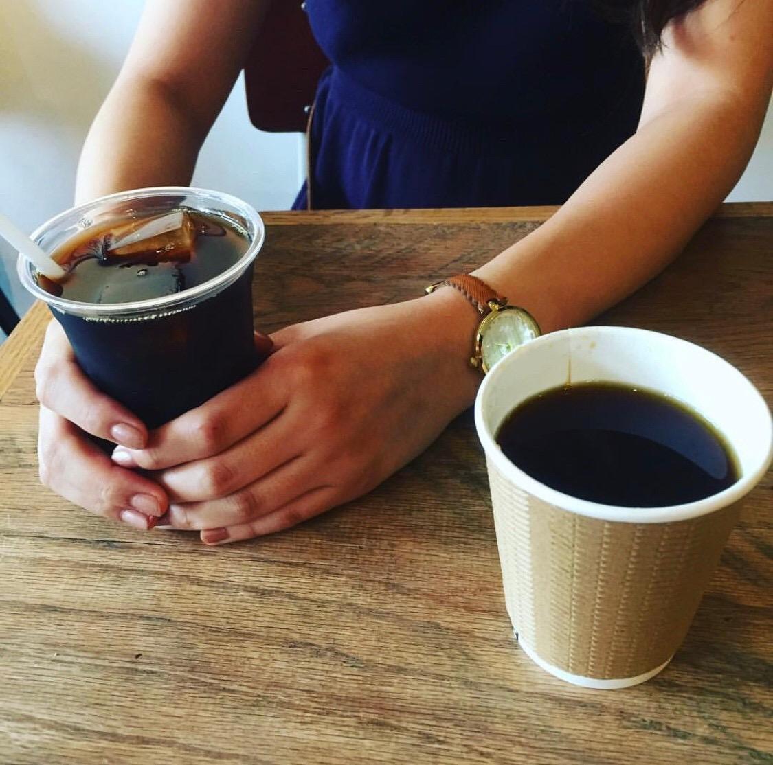 【プラカップ・紙コップ】テイクアウト 使い捨てカップ コーヒーカップ 紙コップ ECOクラフト断熱カップ8oz【1000個】 凹凸加工 波型加工