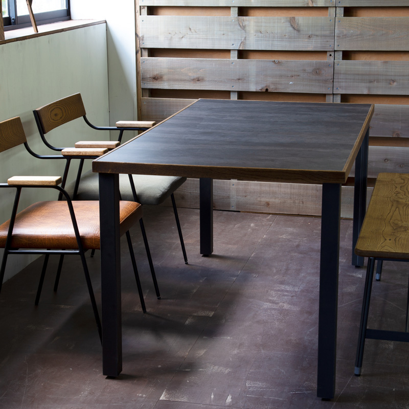 PUMP Dining Table