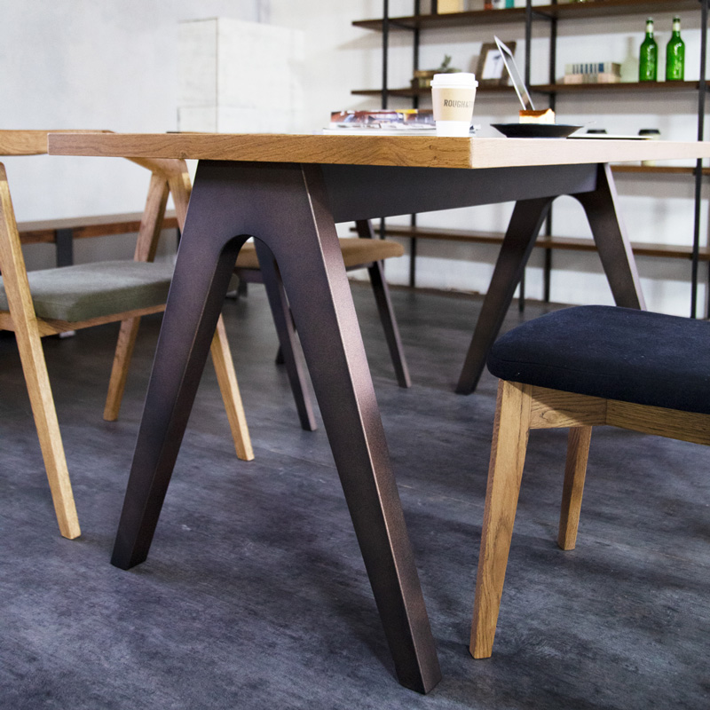 Booker.T Dining Table