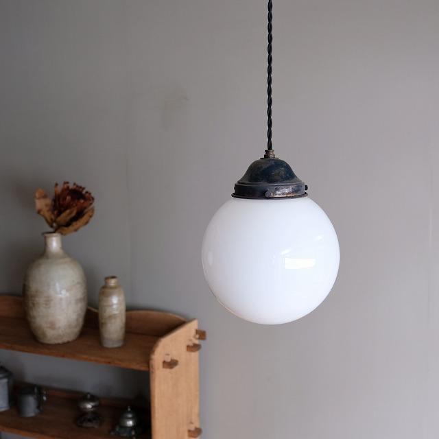 球体型乳白ガラス ペンダントライト