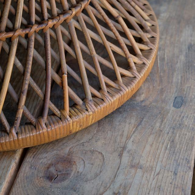 籐のサイドテーブル