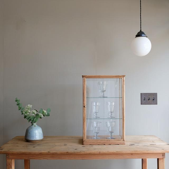 木枠のガラスケース