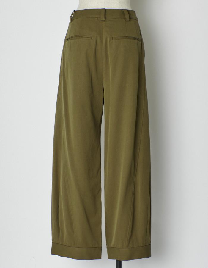 Volume Tuck Pants / khaki
