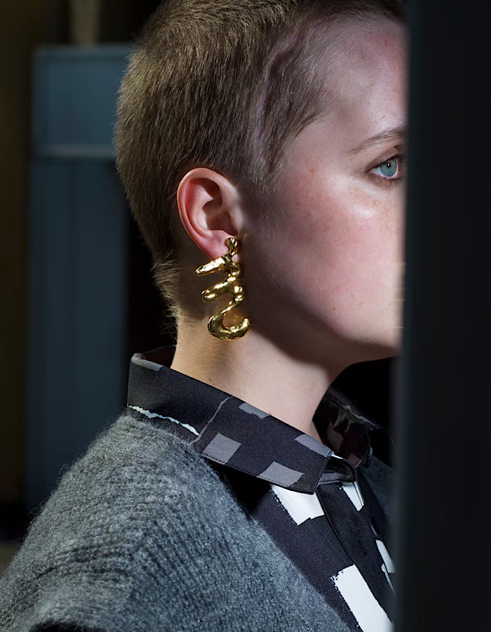 M Letter Earrings / gold