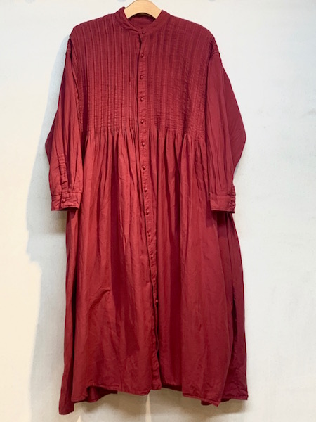 maison de SOIL/メゾンドソイル TWILL COTTON KHADI(NATURAL DYED) BANDED COLLAR SHIRT DRESS WITH RANDOM PLEATS ・ INMDS20703 [送料無料]