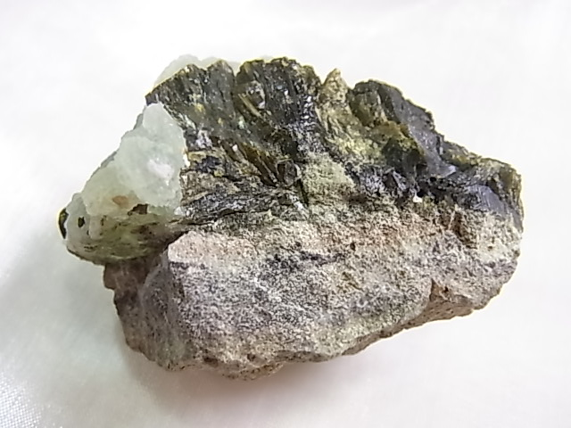 GA00154F プレナイト原石(エピドート付き)
