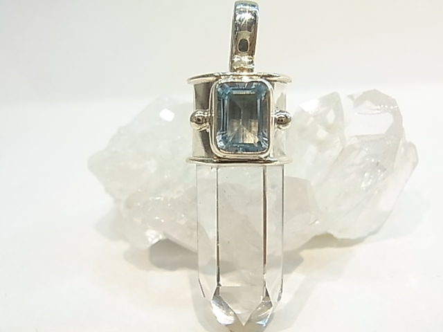 PK00051F レムリア水晶  シルバーペンダントヘッド (ブルートパーズ) 【GEO DESIGN】