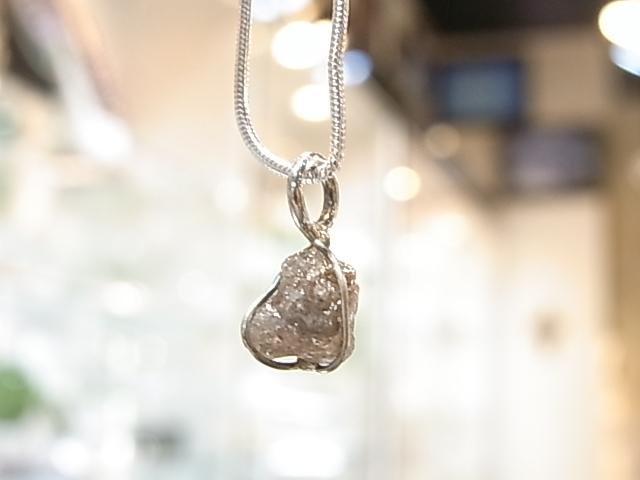 PA00067K ダイヤモンド(原石)コンゴ産 ペンダントトップ(WG製)