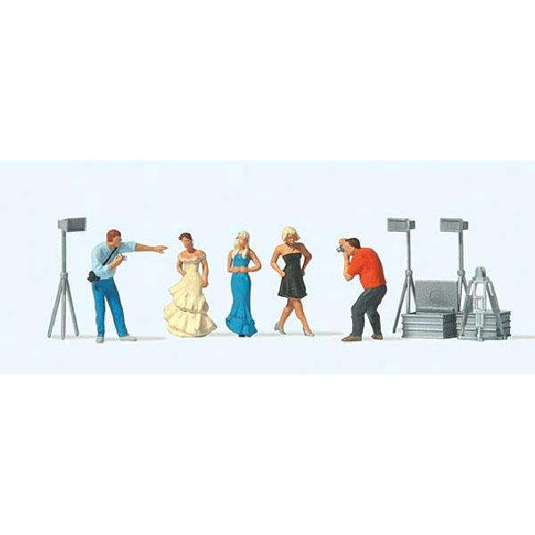 ファッション撮影する人たち :プライザー 塗装済完成品 HO(1/87) 10789