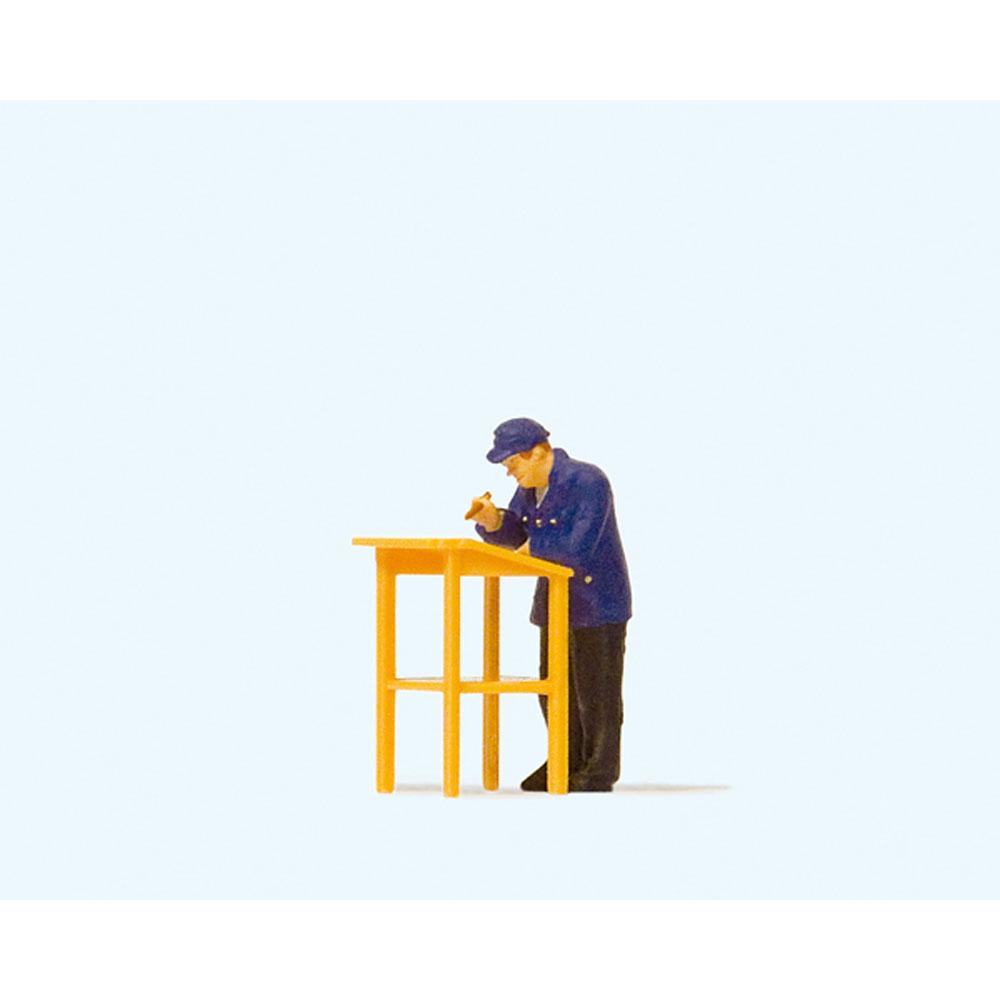 立って書き仕事する鉄道作業員 :プライザー 塗装済完成品 HO(1/87) 28152