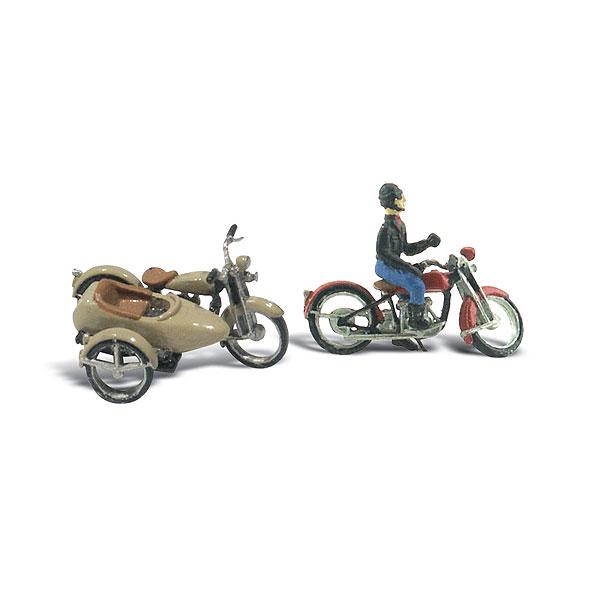 オートバイ2台とライダー1人 :ウッドランド 未塗装キット HO(1/87) D228