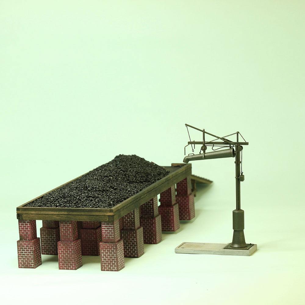 平棚式給炭台(レンガ台)・給水柱 :工房ナナロクニ 塗装済完成品 1/80(HO) 1037