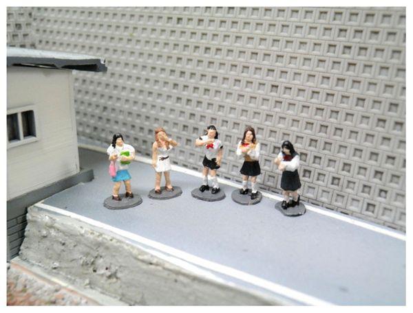 街で遊ぶギャル :こばる 塗装済完成品 N(1/150) MF-05
