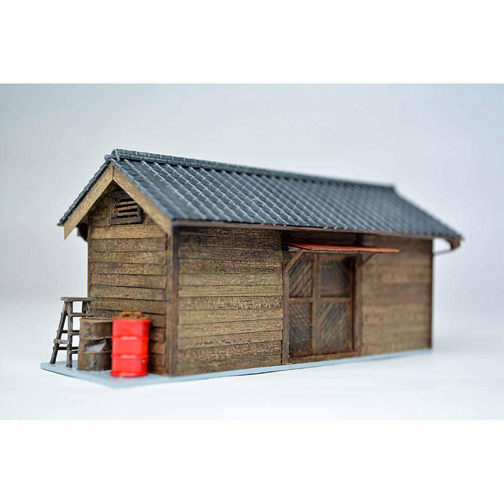 小さな倉庫(瓦屋根)2 :匠ジオラマ工芸舎 塗装済完成品 HO(1/80) 1023