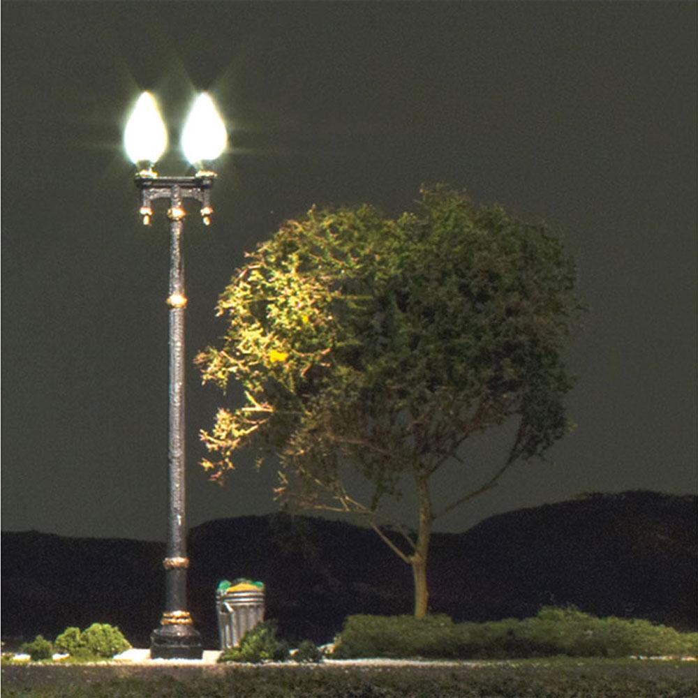 LED付き街路灯 鉄製支柱ダブルランプ HOサイズ 3本セット JP5632 :ウッドランド 塗装済み完成品 HO(1/87) Just Plug対応
