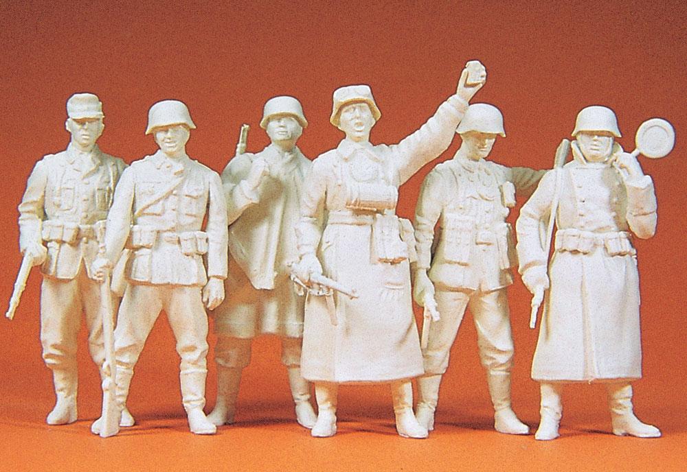 見回りをするドイツ兵 6人(1939〜45年) :プライザー 未塗装キット 1/35 64003