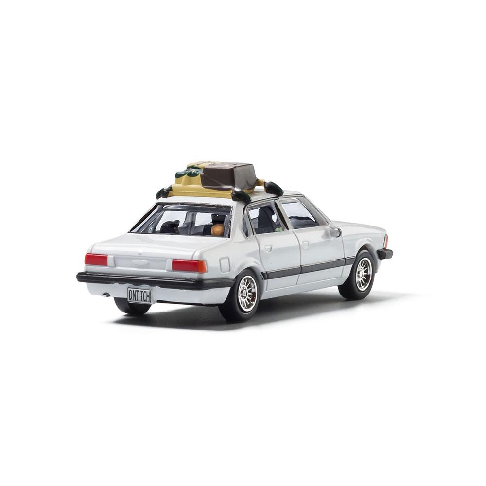 【模型】 セダン(家族旅行) :ウッドランド 塗装済完成品 HO(1/87) AS5370