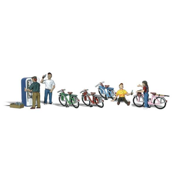 自転車の子供たちとジュースの自販機 :ウッドランド 塗装済完成品 O(1/48) A2752