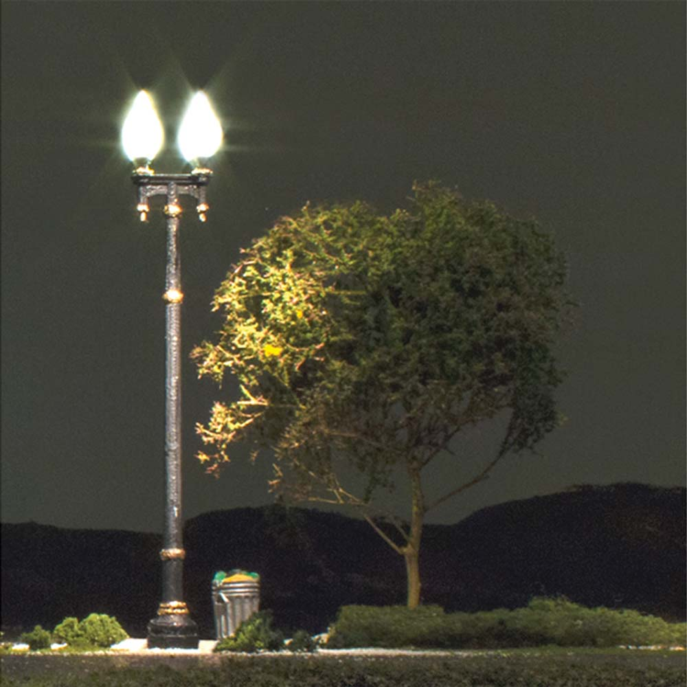 LED付き街路灯 鉄製支柱ダブルランプ Oサイズ 2本セット JP5648 :ウッドランド 塗装済み完成品 O(1/48) Just Plug対応