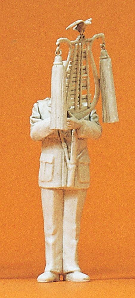 軍楽隊のシロフォン(木琴)奏者 :プライザー 未塗装キット 1/35 64354