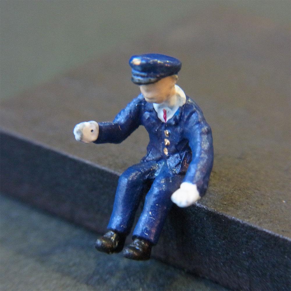 さかつう人形シリーズまなべコレクション バスの運転手 :さかつう 塗装済完成品 HO(1/87) 7519