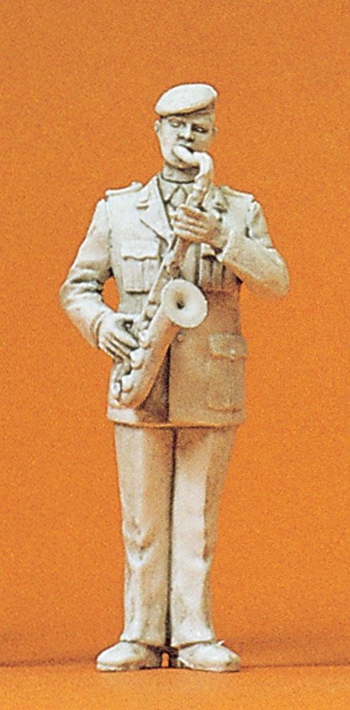 軍楽隊のテナーサックス奏者 :プライザー 未塗装キット 1/35 64361
