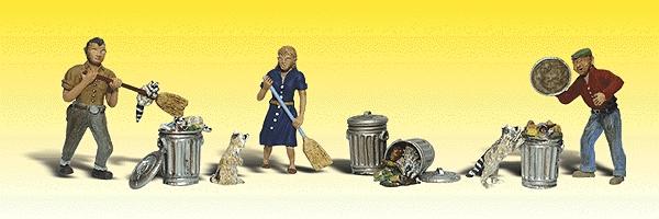 いたずらアライグマと掃除する人 :ウッドランド 塗装済完成品 N(1/160) 2158